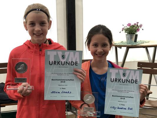 U10-Siegerin Alicia Laaks (li.) mit Vizemeisterin Lilly-Sandrine Zink