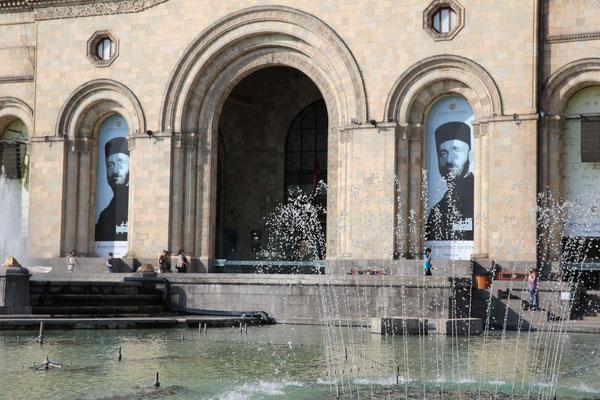 Erevan- Nationalmuseum mit dem Bild vom Komitas