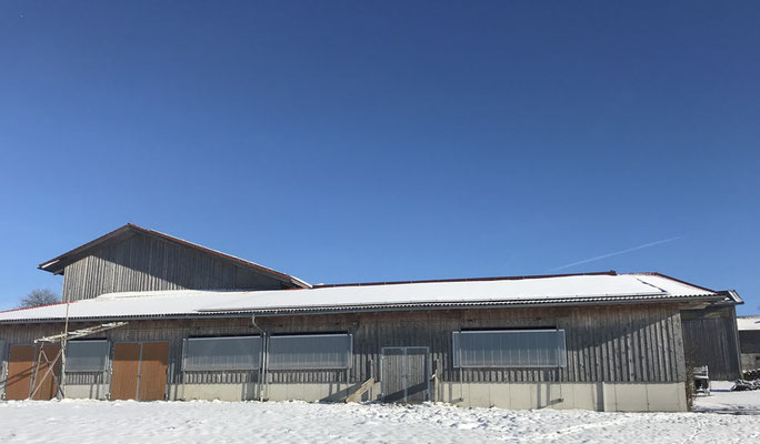 Photovoltaikanlage auf einem landwirtschaftlichem Dach