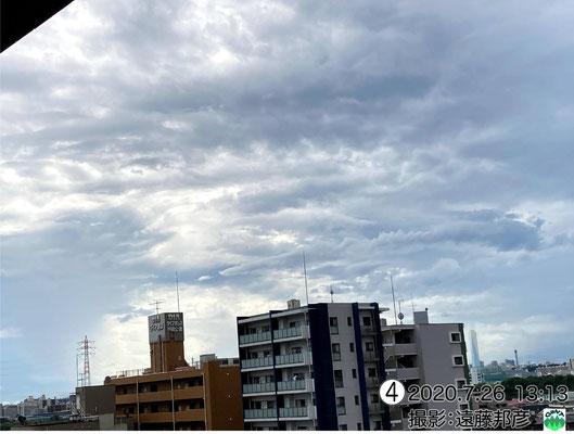 北太平洋高気圧が勢力を増して、東海方面で豪雨、関東へは積乱雲の下部が山岳でカット、中下層雲が山岳波動と安定層の影響でKH波を形成し・・・。見どころ満載!!