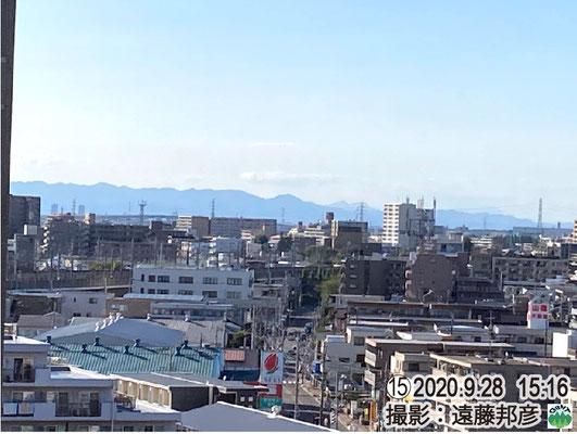 浅間山が見える(中央やや右手の奥まった山)