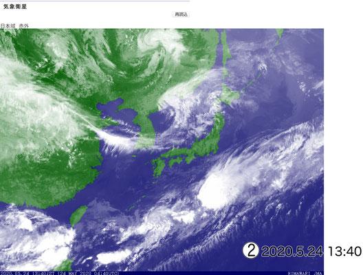赤外画像では日本列島が見えています。