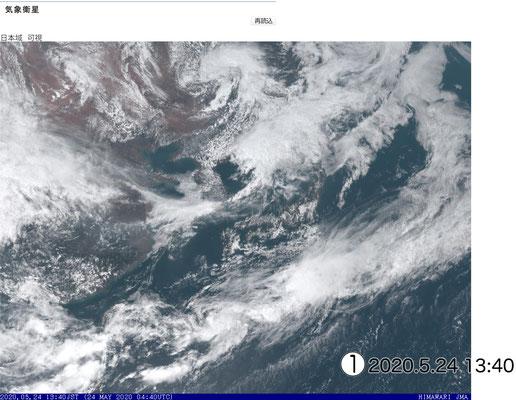 薄い雲が日本列島を覆っています。