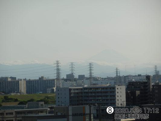 薄っすらと富士山が見えています。