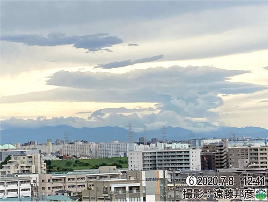 午前7時半頃、この関東山地の西方でダウンバースト?の風害。積雲と積乱雲の金床状パターンの片鱗をうかがわせる。