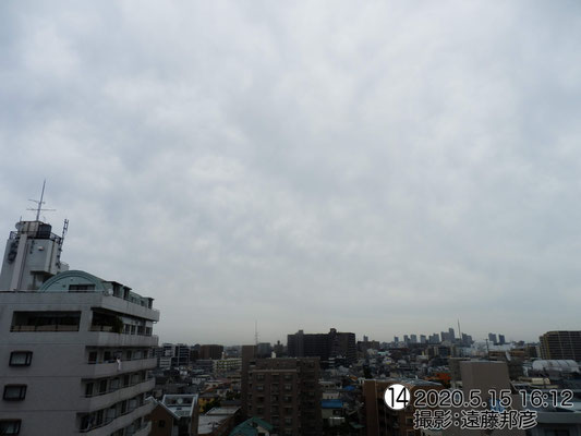 こんなに雲が発達しているのに、今日はずっと富士山が見えてます。