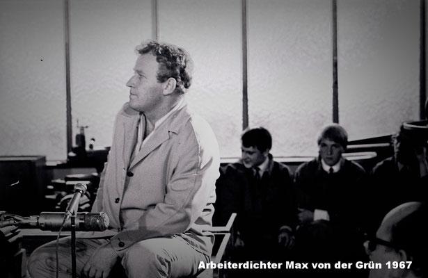 Arbeiterdichter Max von der Grün bei einer Lesung in den Funder Werken in St. Veit a.d. Glan