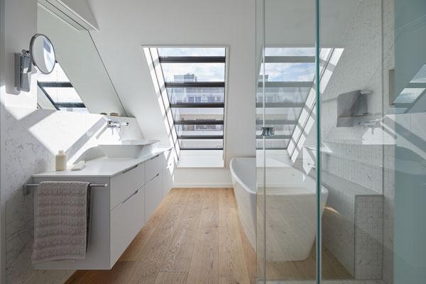 Badezimmer, Waschtisch, Duschtrennwand