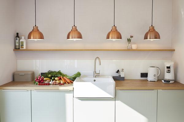 Küche in Mint und Kupfer
