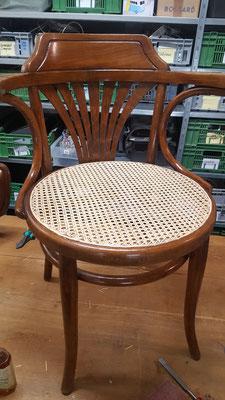 So präsentiert sich der Thonet-Stuhl am Schluss.