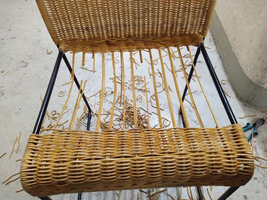 Kaputte Peddigrohr Sitzfläche