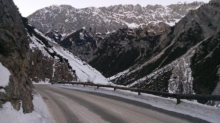 Schneebedeckte Abfahrt