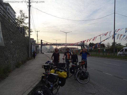 Treffen von Reiseradlern vor Trabzon