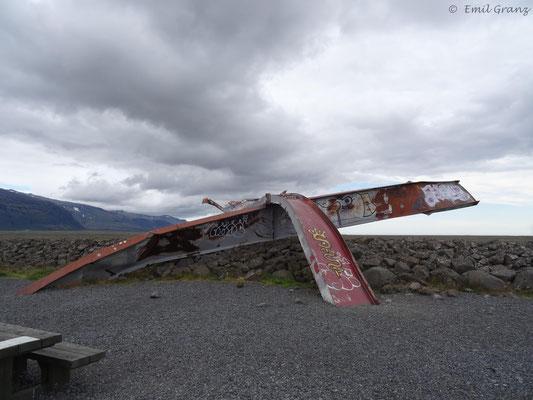 Reste der 1996 durch einen Gletscherlauf zerstörten Brücke