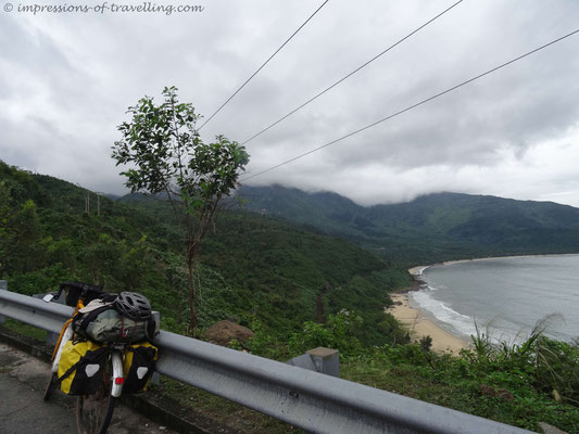 Straße durch den Dschungel Vietnams