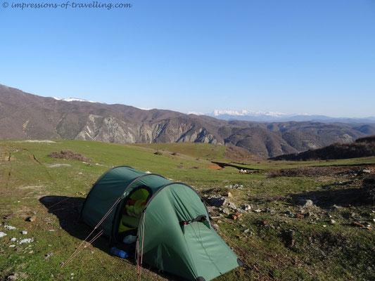 Zelten in den Bergen von Albanien