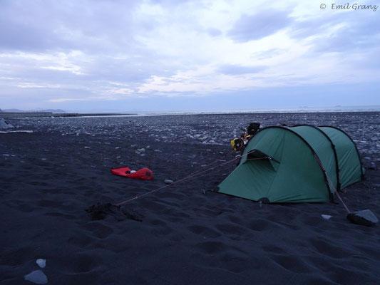 Campen am Atlantik unweit des Jökulsárlón