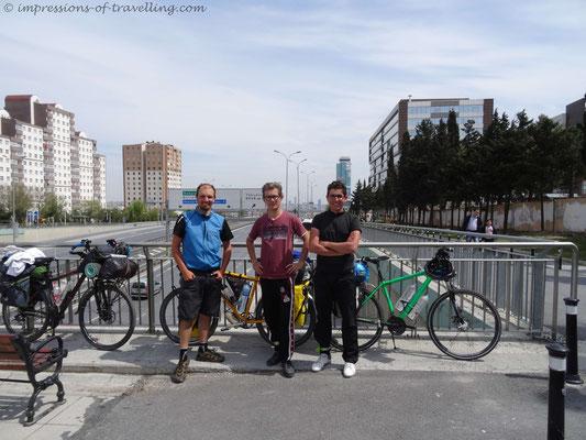 Zwei türkische Radreisende auf dem Weg nach Istanbul