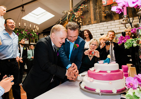 "Gay Wedding in ""Pink & Blau 