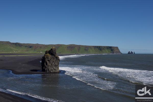 Dyhólaey - Blick in Richtung Südosten zum Reynisdrangar (Südisland, Juli 2012)