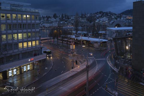 Bahnhofplatz/Pilatusstrasse in der blauen Stunde