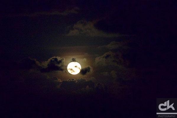 Super-Mond über der Karibik, 40% grösser, 30% heller