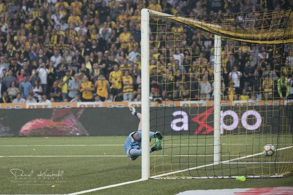 Penalty für YB: Das 1:1 in der 52. Minute durch Guillaume Hoarau