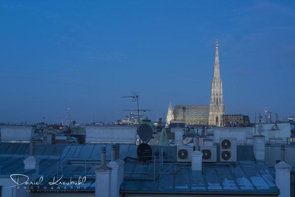 Stephansdom - über den Dächern Wiens - in der blauen Stunde