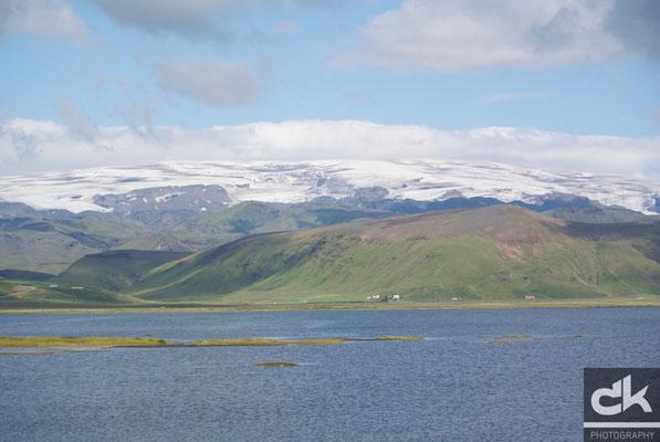 Dyrhólaey - Blick in Richtung Norden zum Myrdalsjökull (Südisland, Juli 2012)