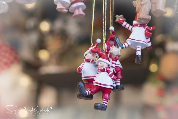 Weihnachtswichtel am Weihnachtsmarkt auf dem Rathausplatz in Wien