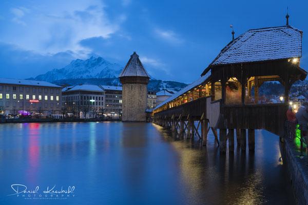 Kapellbrücke in der blauen Stunde
