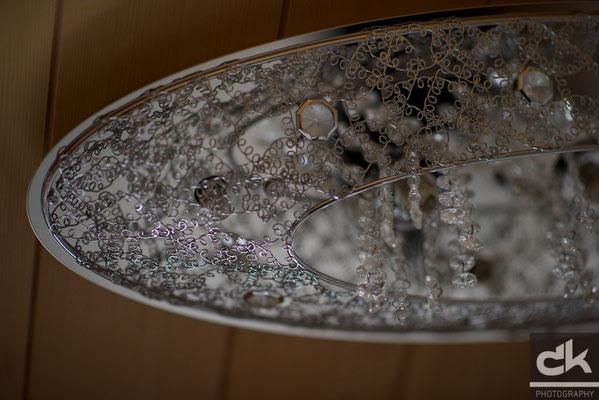 Deckenlampe über dem Bett im oberen Stock