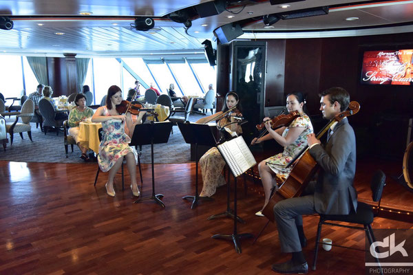 "afternoon tea with the ""smile string quartett"""