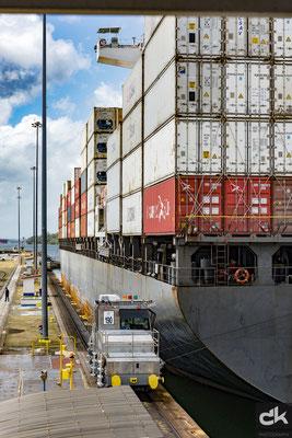 Schleuse von Colón - Ausfahrt eines Frachtschiffes