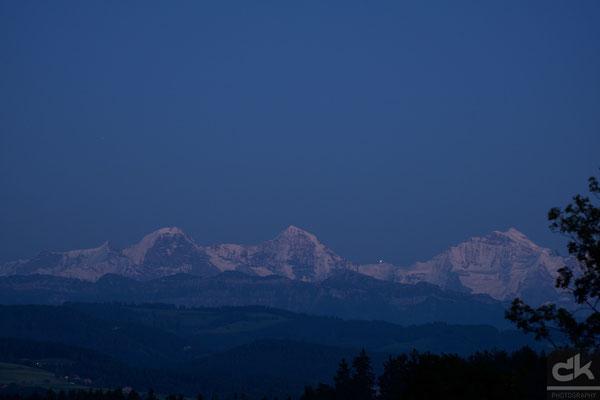 Eiger, Mönch und Jungfrau in der blauen Stunde (August 2016, Schweiz)