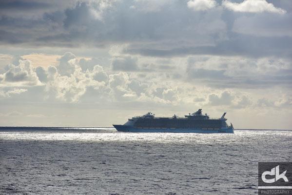 """Das grösste Kreuzfahrtschiff der Welt (6000 Passagiere) """"Harmony of the seas"""""""