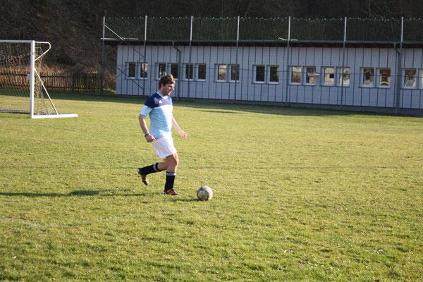 Pernpointner Fabian holt sich den Ball