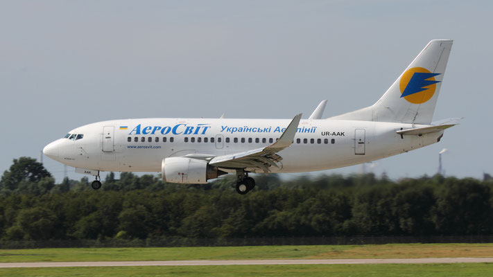 UR-AAK AeroSvit Airlines Boeing 737-548(WL