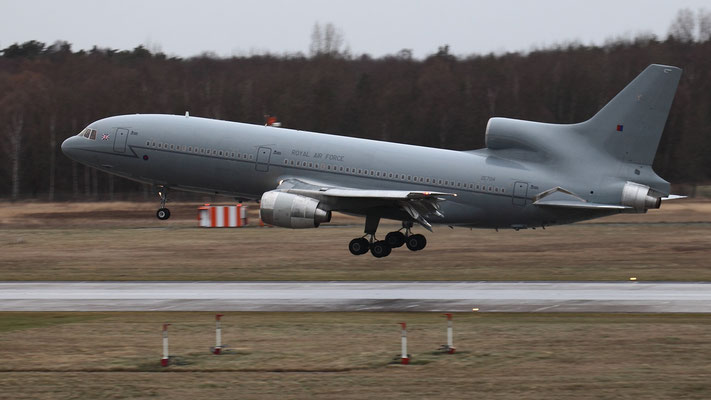 ZE704 - Royal Air Force Lockheed L-1011-500 TriStar C.2A
