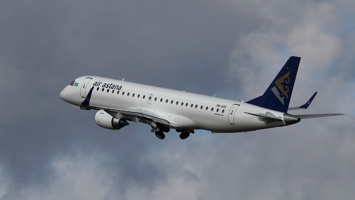 P4-KCK - Air Astana Embraer ERJ-190