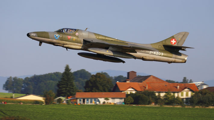 Hawker Hunter TMk 68 HB-RVW ex J-4203