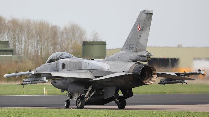 Polish Airforce F-16C 4055 31.BLT taxyway