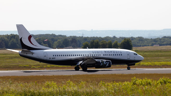 "Maleth-Aero Boeing 737-329 - Foo Fighters ""Sonic Highway"" Tour 2015 Cologne (sorry for backlight and heatwaves ;-) )"