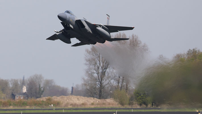 "USAF F-15 ""Eagle"" take off"