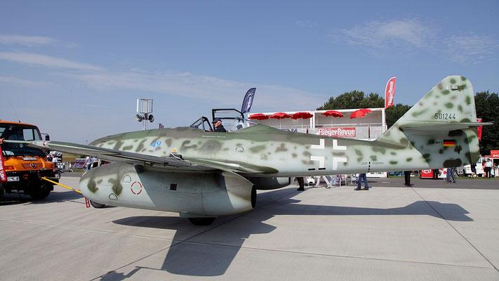 Die Messerschmitt Me 262 ist ein zweistrahliges Mehrzweck-Jagdflugzeug des deutschen Herstellers Messerschmitt AG. Die Me 262 von 1944 bis zum Ende des Krieges u.a. als Jagdflugzeug eingesetzt.  Bild: Replika D-IMTT der Messerschmitt Stiftung.