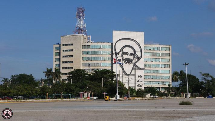 Havanna - Plaza de la Revolución - Platz der Revolution - Post und Telekommunikationsministerium mit Camilo Cienfuegos