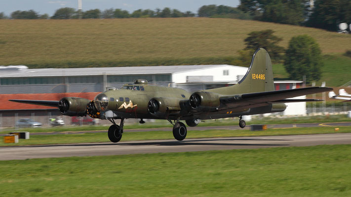 Boeing B-17G Flying Fortress 124485 DF-A Memphis Belle Sally B