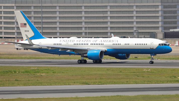 USAF C-32 90016