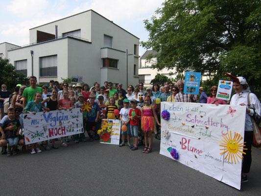 Bei dem Aktionsumzug im Frühjahr 2018 wurde die breite Bürgerbeteiligung sichtbar (BUND Dossenheim)