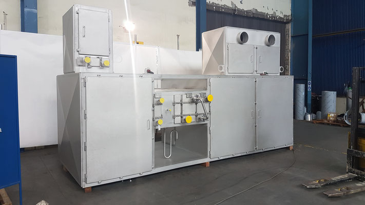 Compact Heat Exchanger Unit with Integrated Air Mixing System and Dehumidifyer